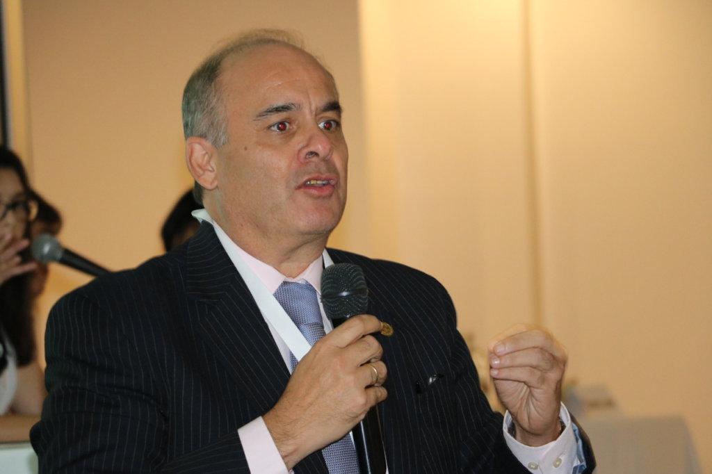 «Juntos» – Entrevista con el Dr. Carlo Caballero Uribe
